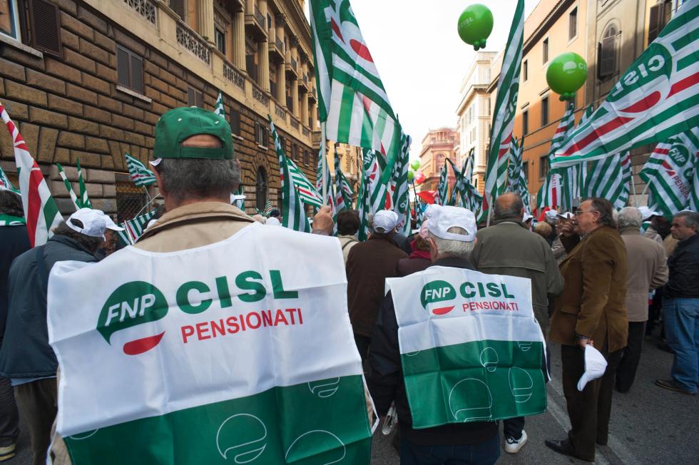 Manovra, tagli alla rivalutazione. Domani 28 dicembre pensionati in piazza in tutta Italia