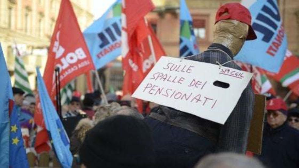 Manovra, pensionati in piazza in tutta Italia contro stop a rivalutazione